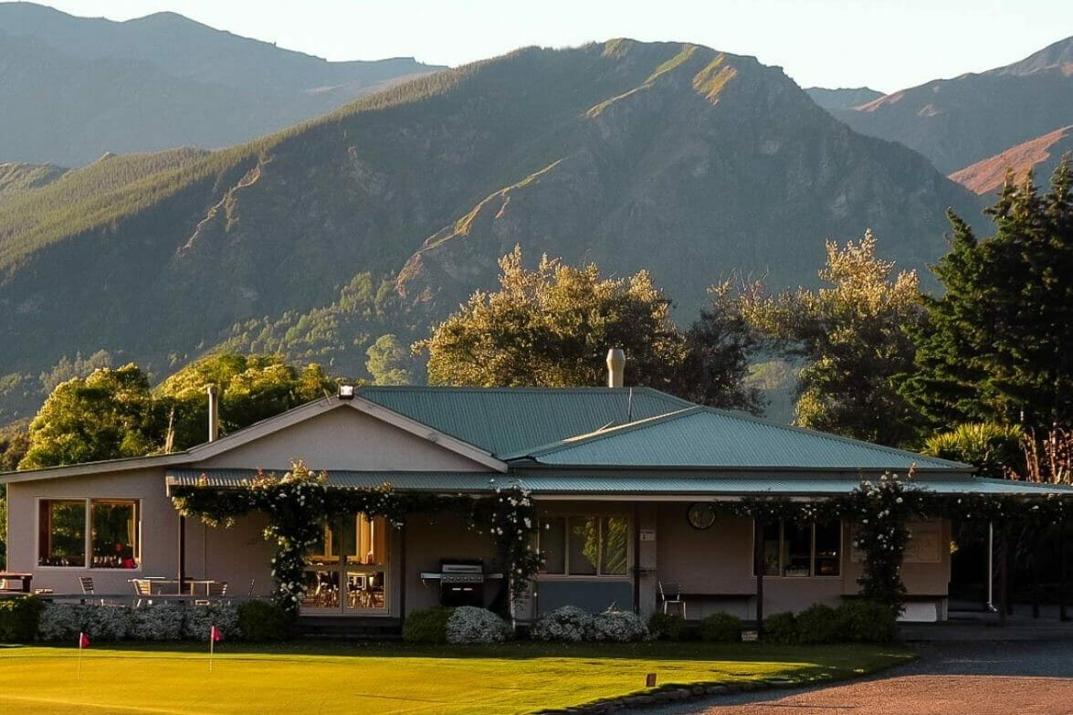Arrowtown golf clubhouse with mountain views behind