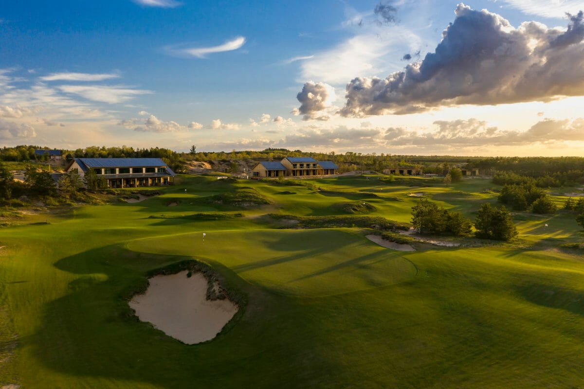 Lodging buildings at Sand Valley