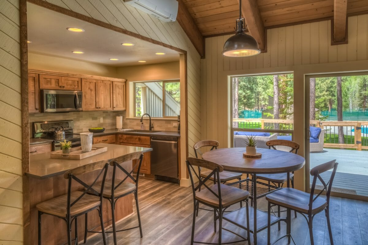 Image depicting the kitchen and eating area inside the Rock Ridge 002 rental property, Black Butte Ranch, Oregon, USA