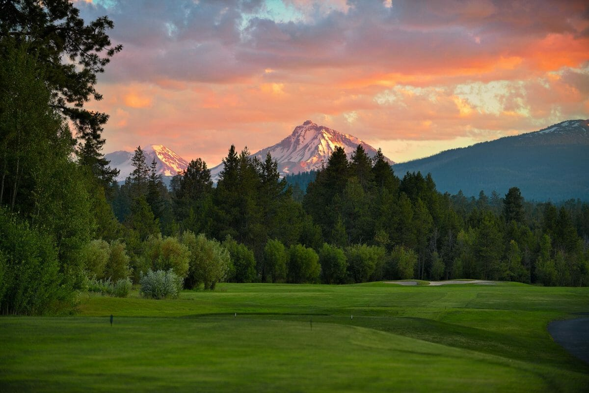 Image of the 10th hole on the Big Meadow golf course at Black Butte Ranch, Oregon, USA