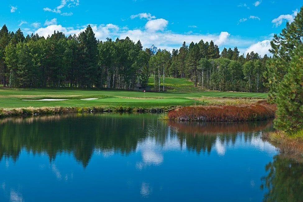 Image of the Glaze Meadow Golf Course across a lake Black Butte Ranch, Oregon, USA
