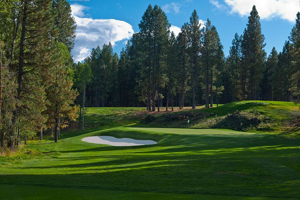 Image of the 8th hole on the Glaze Meadow Golf Coures, Black Butte Ranch, Oregon, USA
