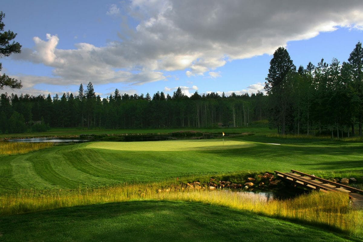 Image of an island green on the Glaze Meadow Golf Course at Black Butte Ranch, Oregon, USA