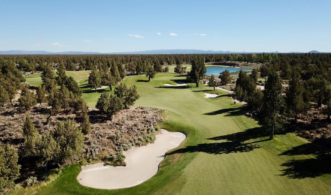 Image depicting a dogleg left on the Jack Nicklaus designed Signature Course at Pronghorn Resort, Bend, Oregon, USA