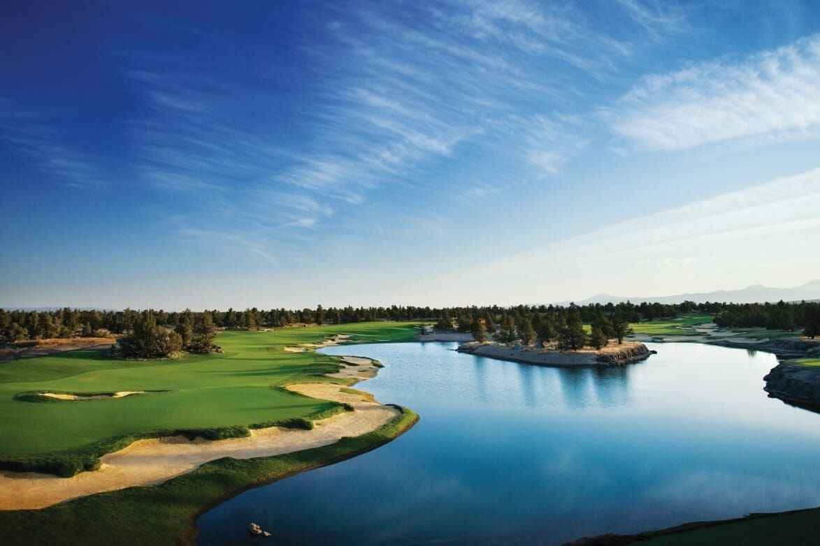 Overlooking a large lake on the 18th hole of the Tom Fazio Designed Championship Golf Course at Pronghorn Golf Resort, Bend, Oregon, USA