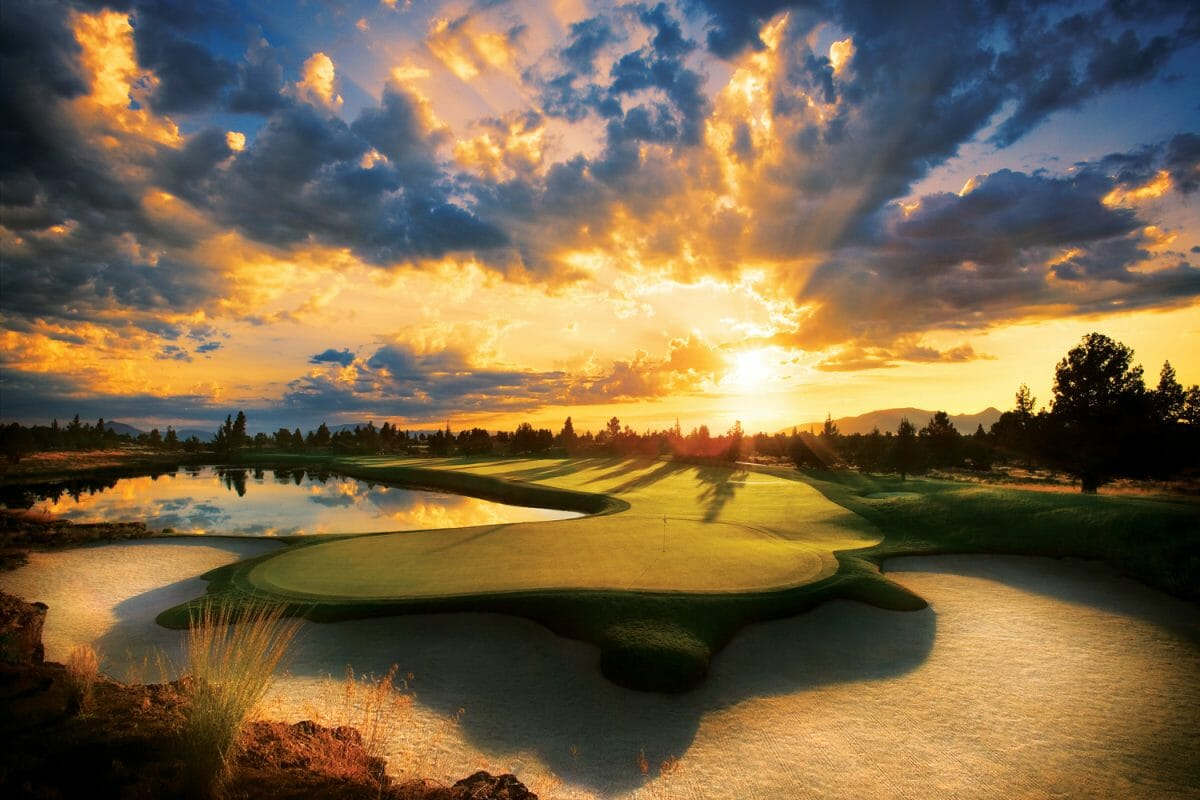 Image of the setting sun on the Nicklaus Signature Golf Course 13th green, Pronghorn Golf Resort, Bend, Oregon, USA