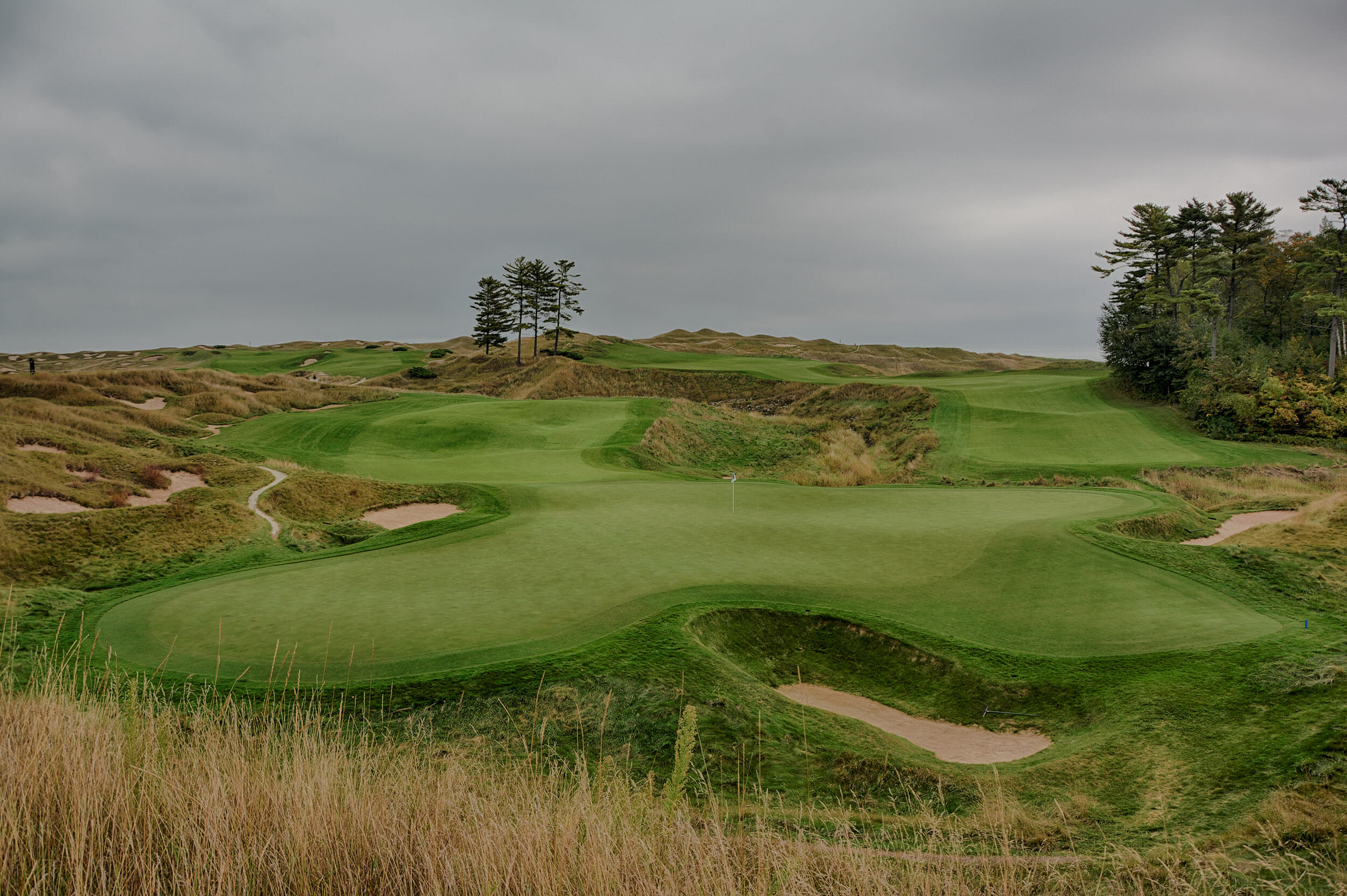 Image of the 18th hole and massive green on The Straits Golf Course, Whistling Straits, Destination Kohler, Sheboygan, Wisconsin, USA
