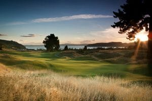 Image of the sun setting over New Zealand's Kinloch Club Golf Course