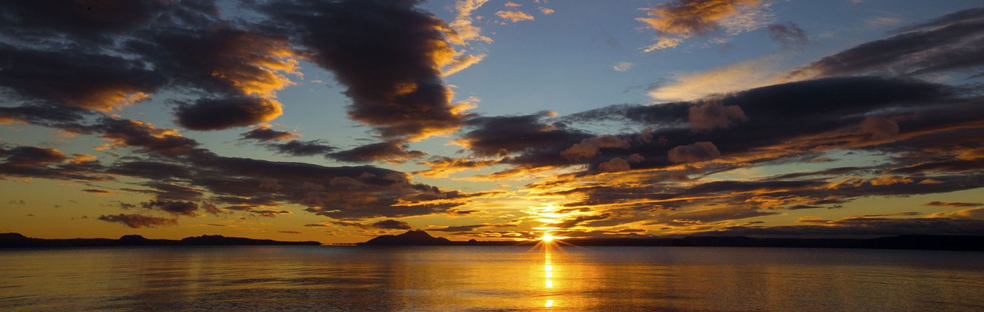 Landscape view of the setting sun over Lake Taupo, New Zealand