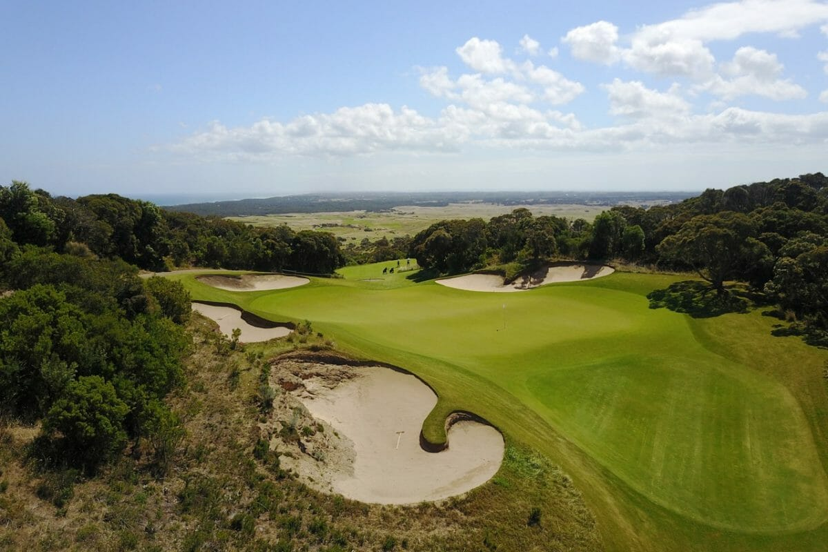Overlooking the large sixteenth green of The Old Course at The National Golf Club