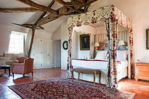Four-poster bed and cosy bedroom awaits golfers at Chateaux de Vigiers