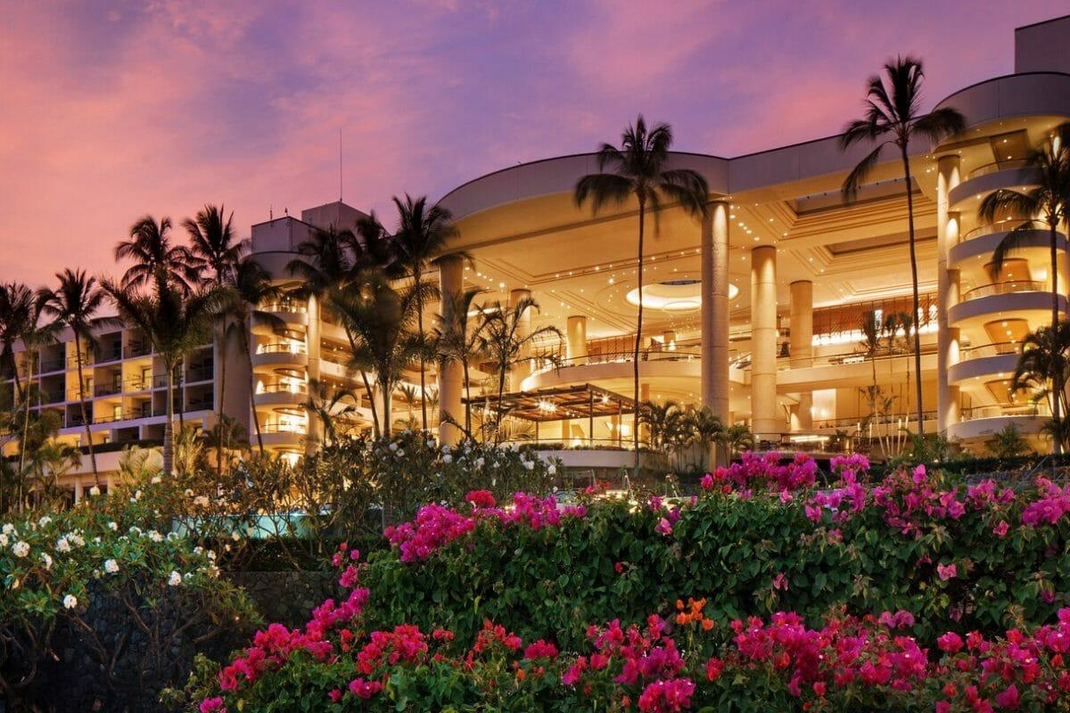 External view of the main resort building at Westin Hapuna Beach Resort